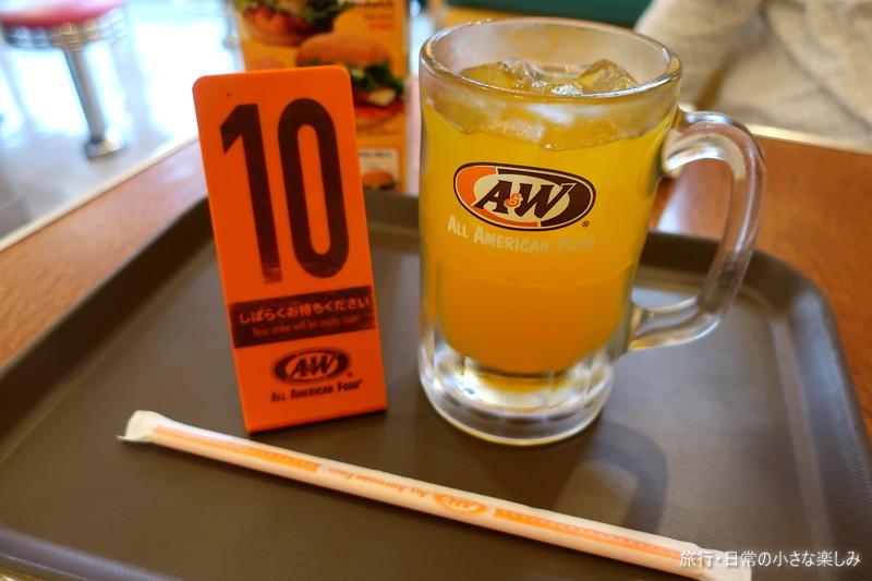 A&W 車 ハンバーガー