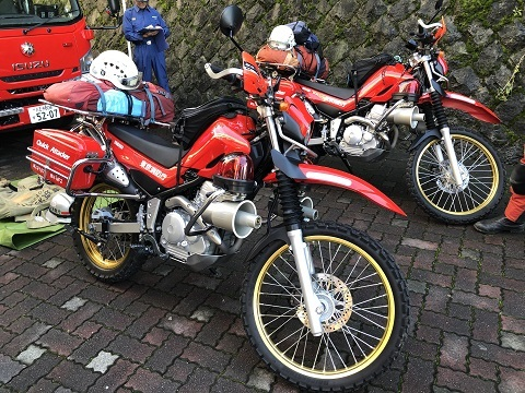 4赤バイク