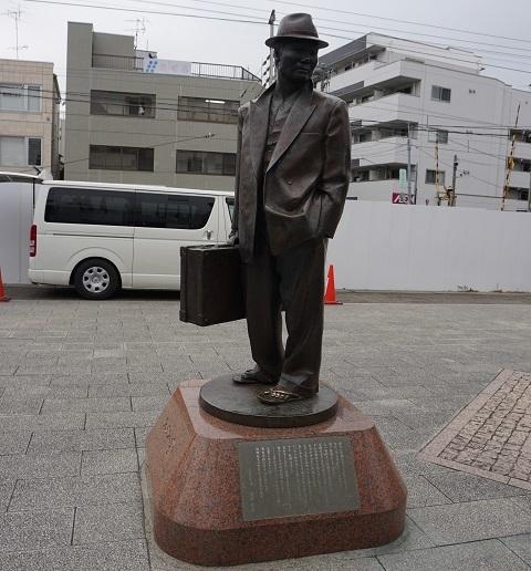 2寅さん銅像