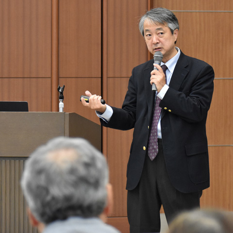 講演する藤井賢一さん(産総研)=筑波銀行つくば本部ビル