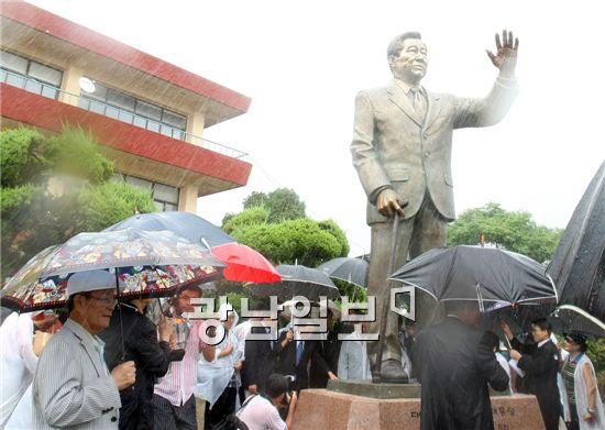 下朝鮮の金大中銅像1