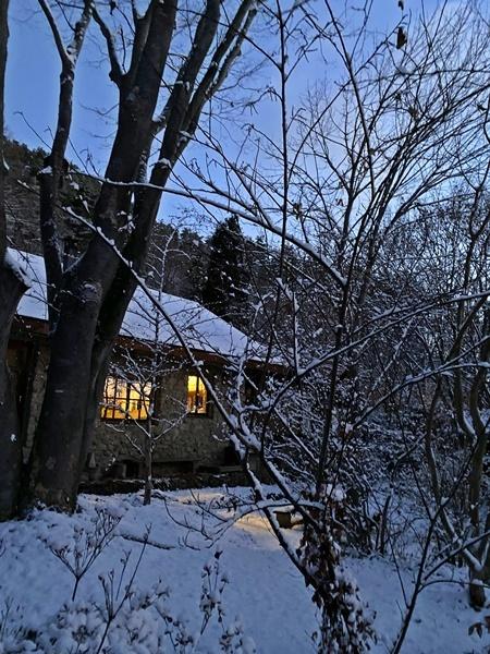 石積みの家、雪景色1