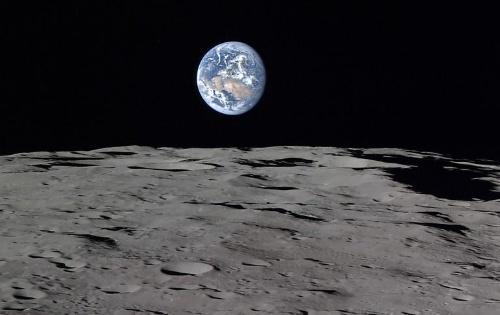 月から望む地球