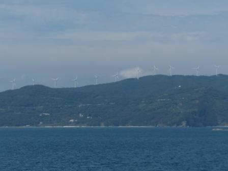 フェリーからの眺め 6 二見くるりん風の丘パークの風車