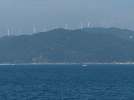 フェリーからの眺め 8 せと風の丘パークの風車