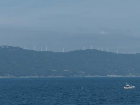 フェリーからの眺め 9 せと風の丘パークの風車
