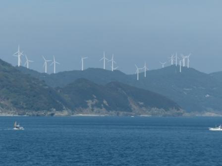 フェリーからの眺め 12 みさき風の丘パークの風車
