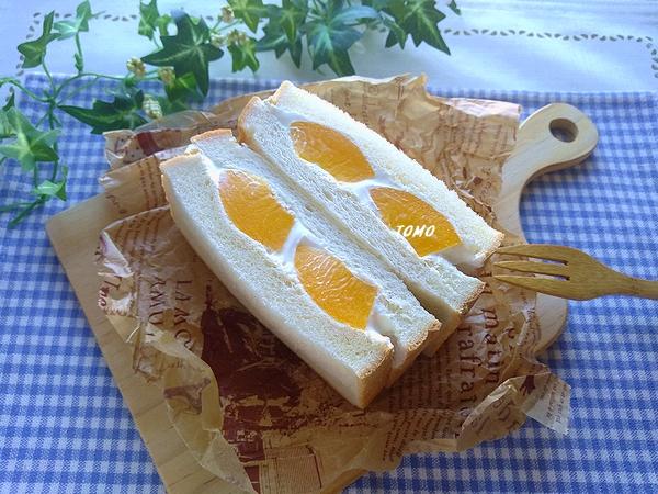 桃缶とカッテージチーズのフルーツサンド