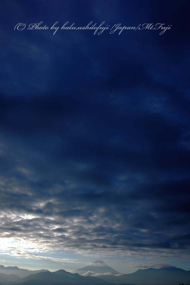 秋の雲SN