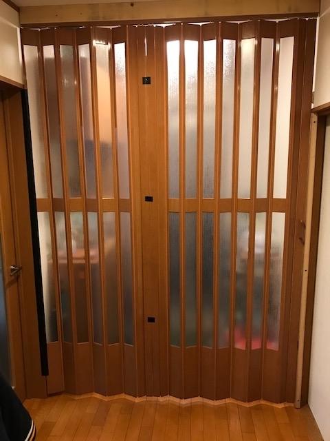 戸建て玄関:アコーディオンカーテン