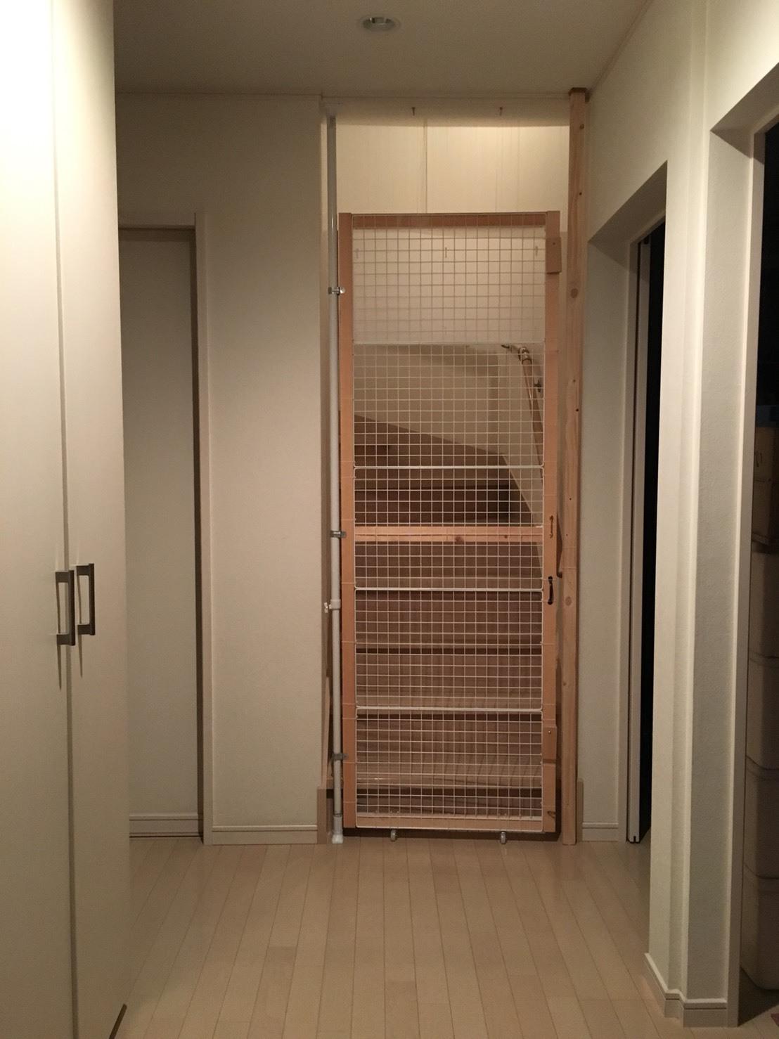 玄関 階段下1