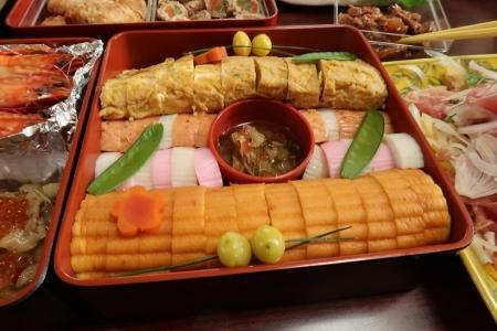 伊達巻、卵焼き、かまぼこ、銀杏