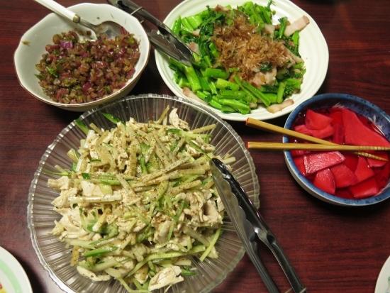 鶏肉と牛蒡のサラダ、青菜いため、赤カブ酢漬け