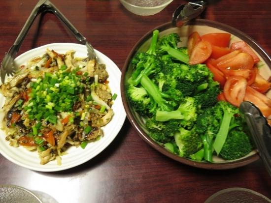 ブロッコリー&トマト、なぞの炒め物