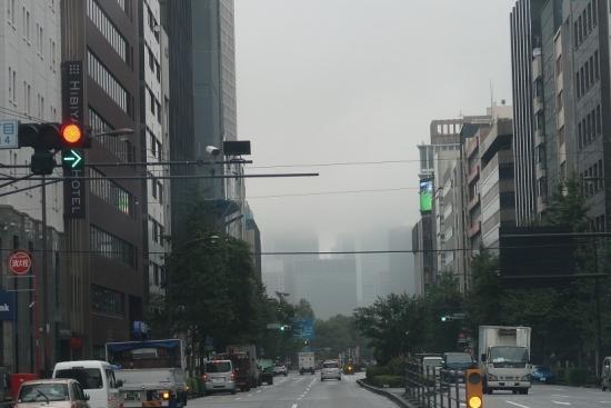 霧に隠れる東京