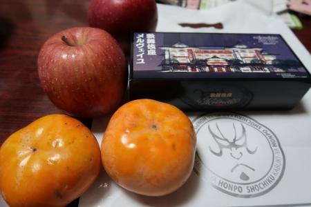 頂いたお土産と柿
