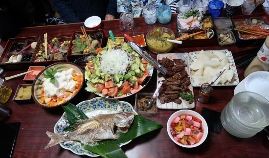 伊達の芯たん、牛焼肉サラダ、ニッコリ梨、パパイヤバニラアイスがけ、お節のこり