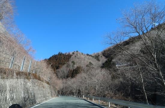 秋葉街道 国道152号線 草木トンネルを抜けたら冬の山