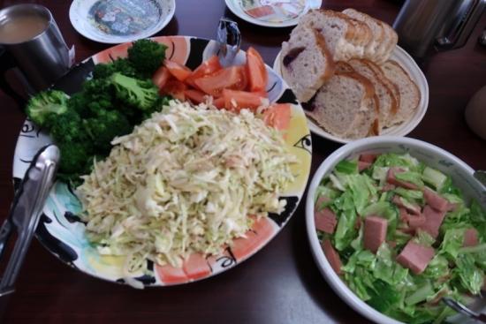 ブルーベリーパン、スパムとキャベツ炒め、ツナサラダ