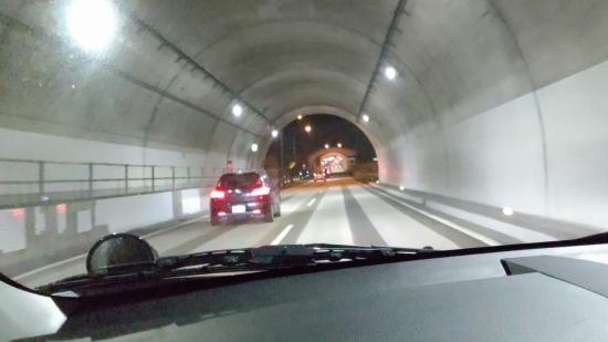 福島県 白鳥のトンネルの中