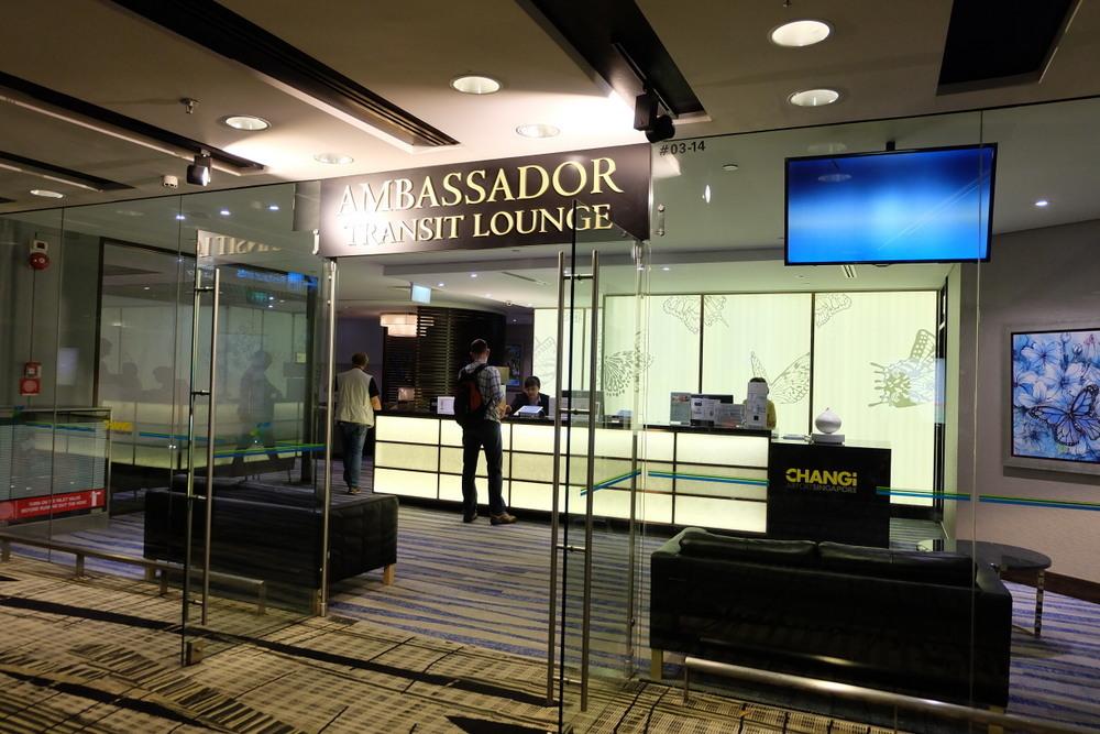 2019-05-07 Ambassador Transit Lounge T3 01 入り口
