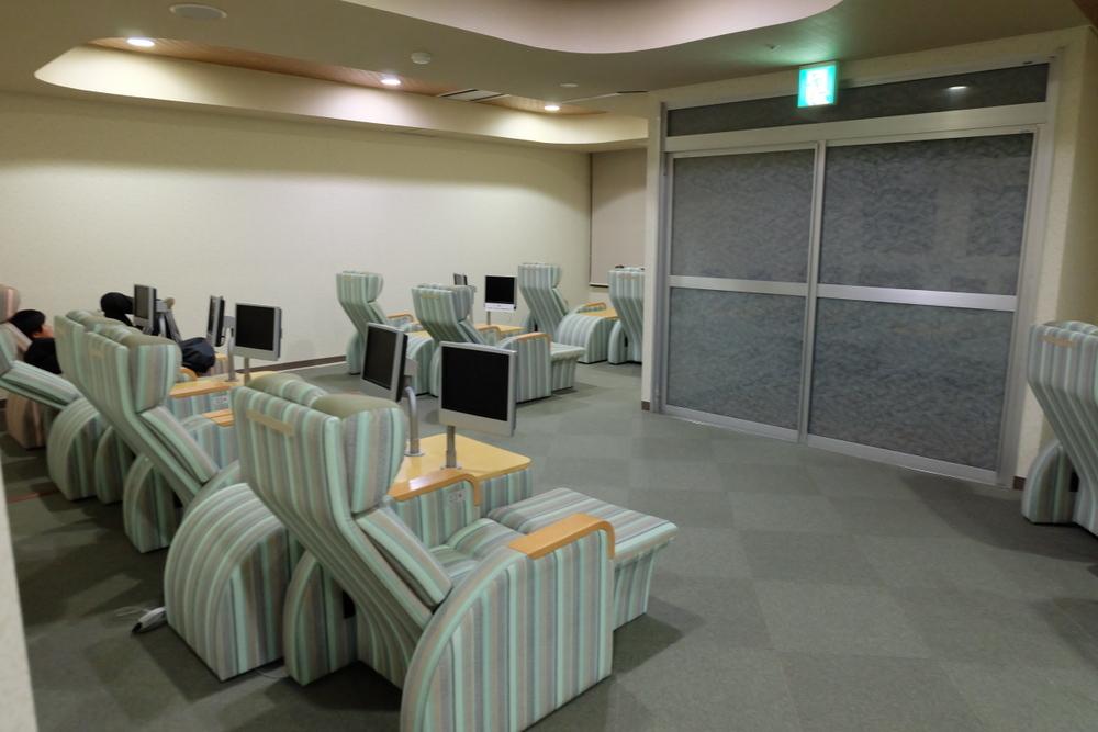 2019-11-29 帯広 華のゆ 05 モニター付き休憩室