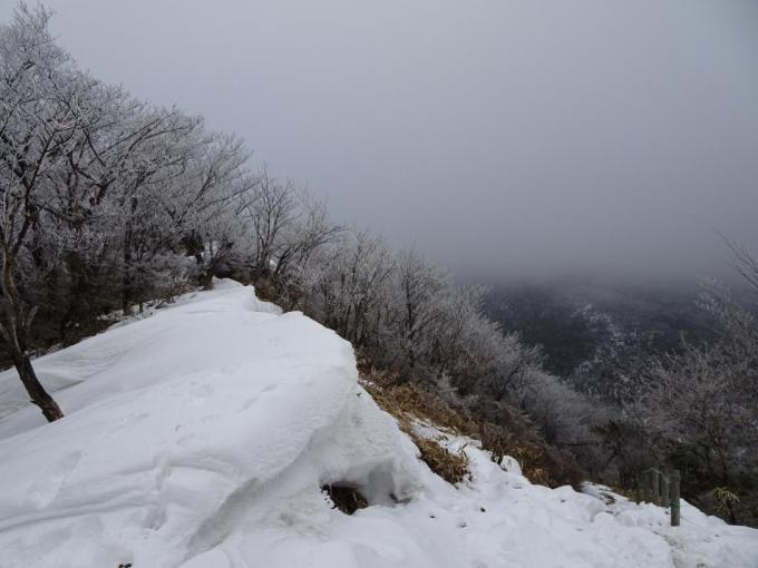 雪庇と霧氷