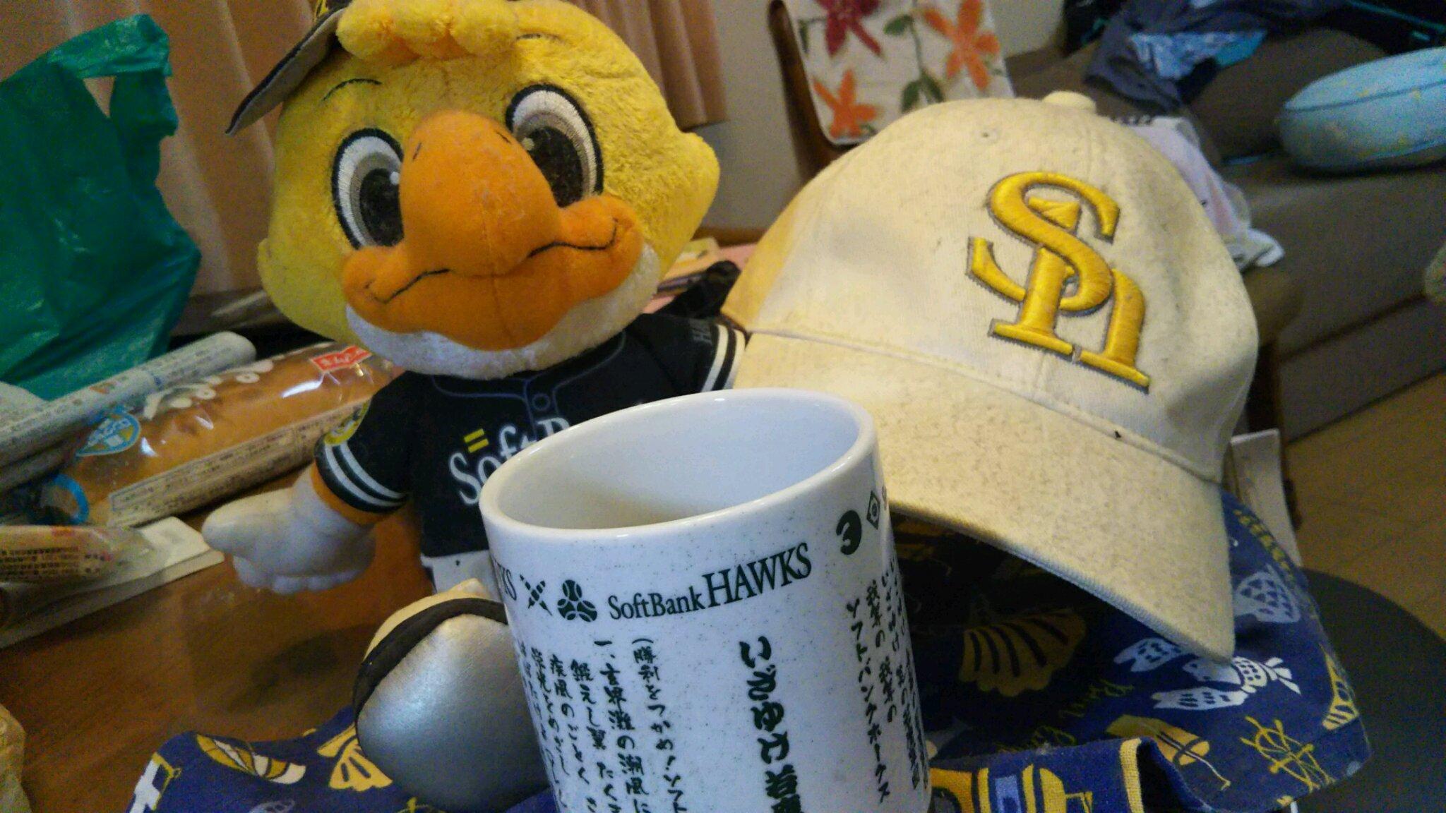 DSC_0147 ホークスグッズ写真。茶碗。帽子。人形