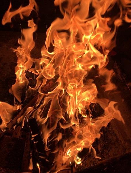 2020年1月ご神木プージャの炎