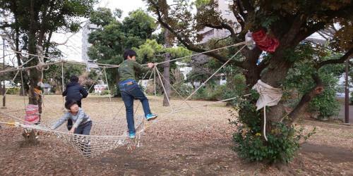 ロープを渡る
