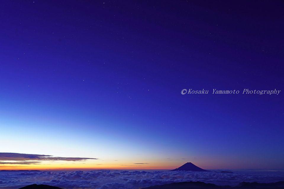 宇宙の富士 (北岳)