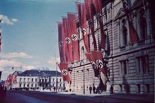 swastikas-906653_960_720.jpg