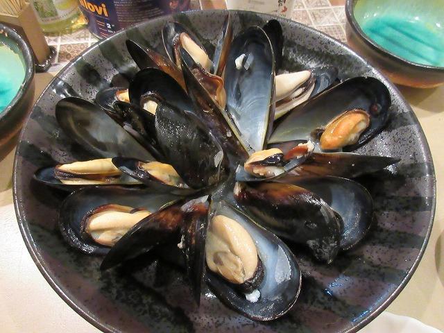 IMG_0453生ムール貝の白ワイン蒸し