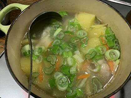 手羽元とじゃがいものスープ