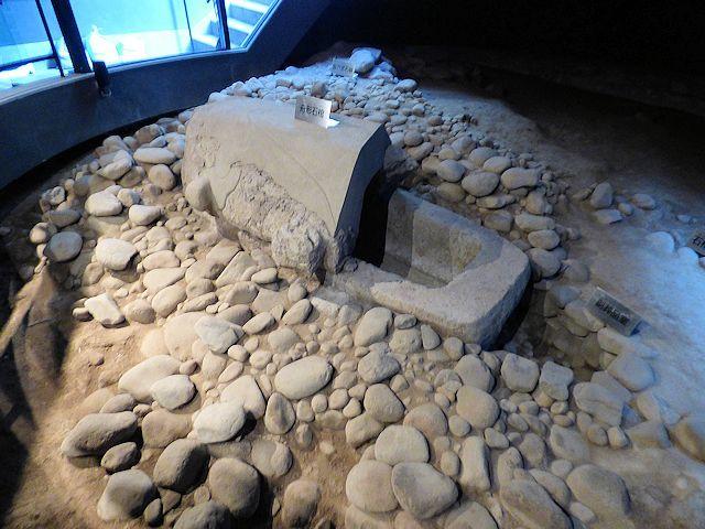 八幡塚古墳内の石棺