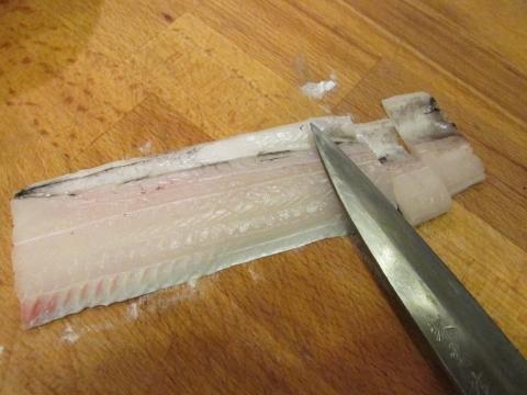 タチウオを短冊に切る1