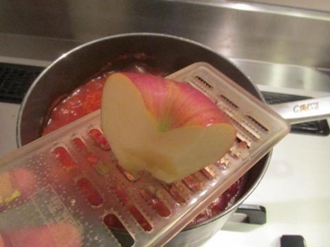 リンゴをする1