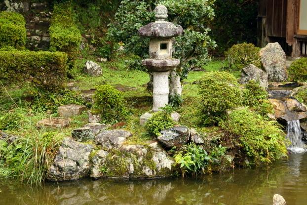 西教寺客殿庭園・出島
