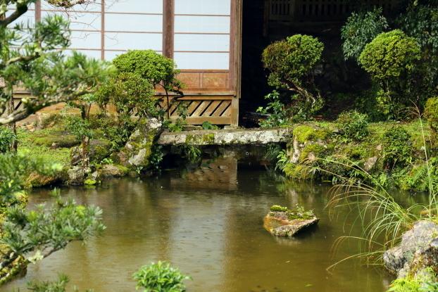 西教寺客殿庭園・石橋