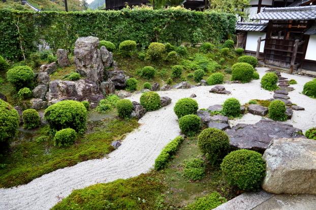 西教寺大本坊庭園・石組と飛石