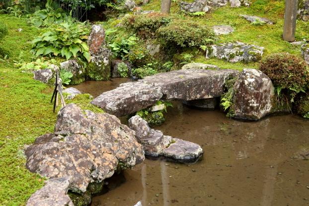 伊藤氏庭園・石橋と舟石