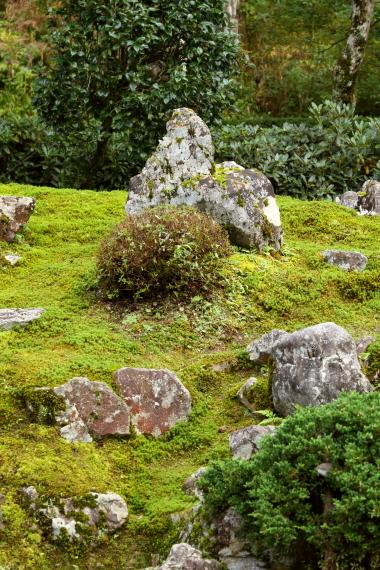 伊藤氏庭園・築山の石組