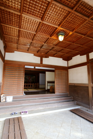椿寿荘・玄関