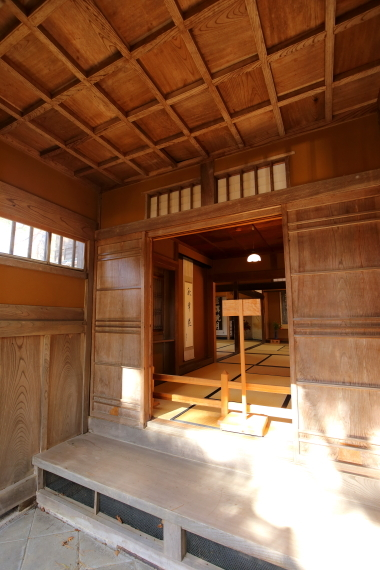 飯塚邸・座敷棟玄関