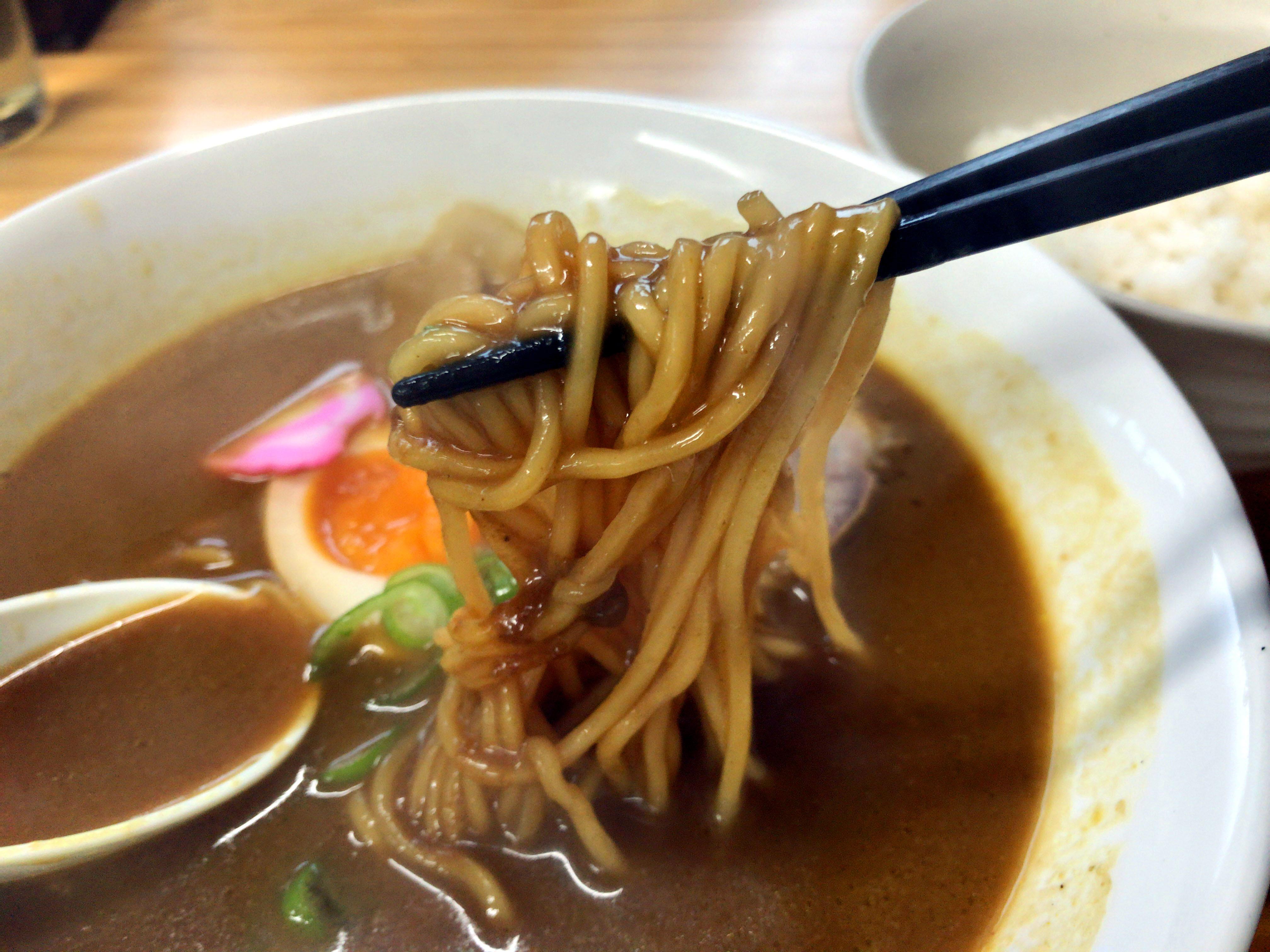 カレーラーメン(麺リフト)