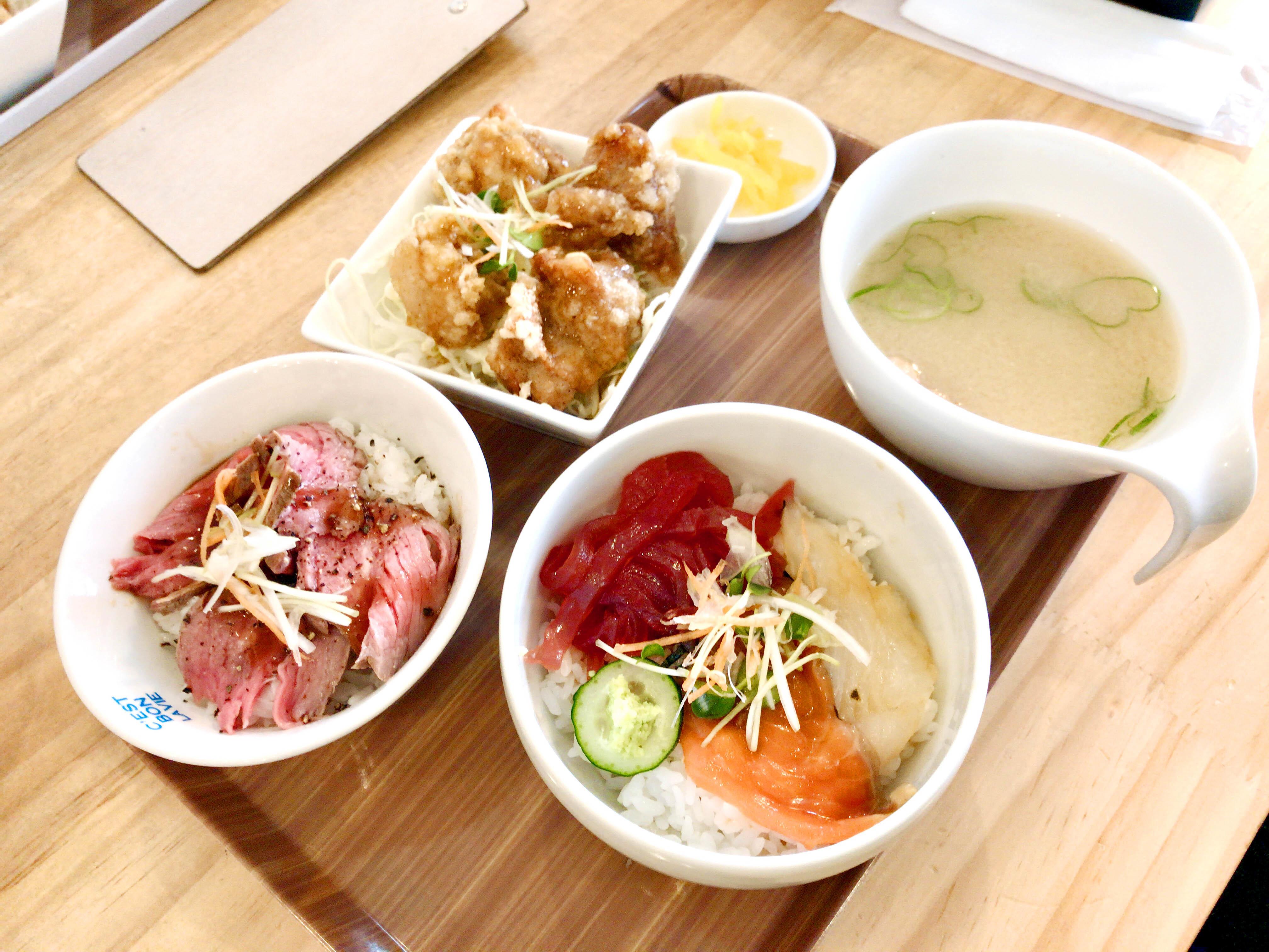 こまち 780円(ローストビーフ丼、唐揚げ丼、海鮮丼