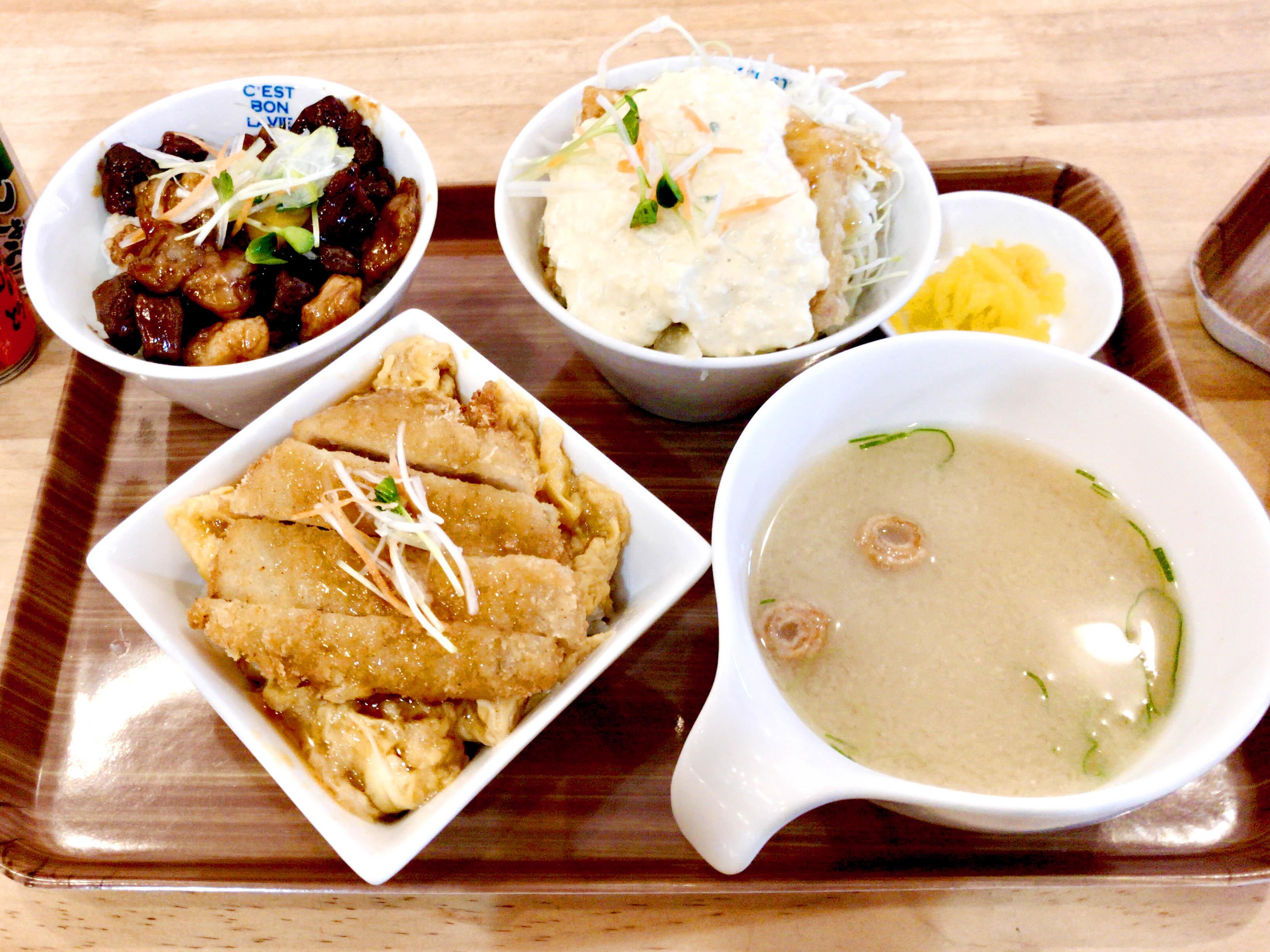 こまち 780円(どて焼き丼、チキン南蛮丼、カツ丼)