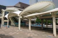 海浜幕張駅前のエスカレーター