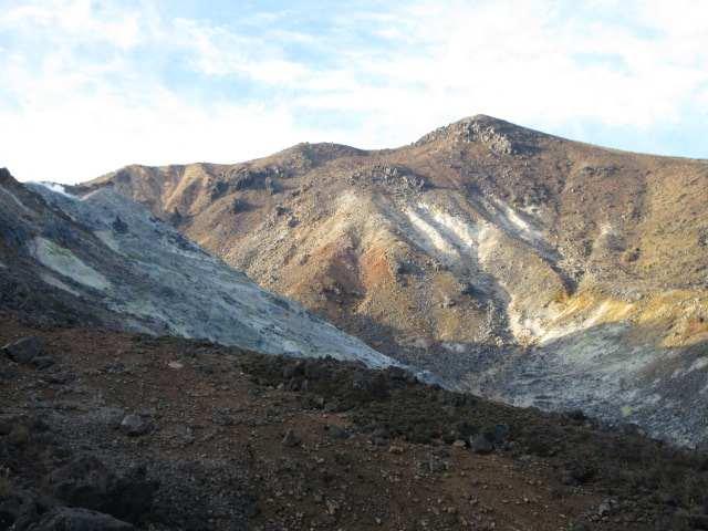 IMG0008JPG硫黄山と星生山です
