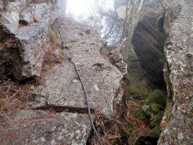 IMG0082JPGロープの大岩